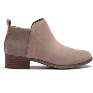 Toms Deia Boots Size 11. Color taupe